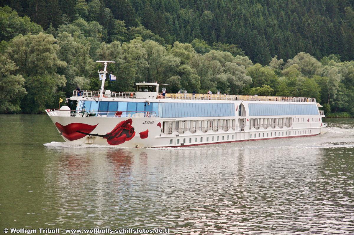 A-ROSA MIA am 12.06.2011 auf der Donau Höhe Burg Krempelstein (AUT)