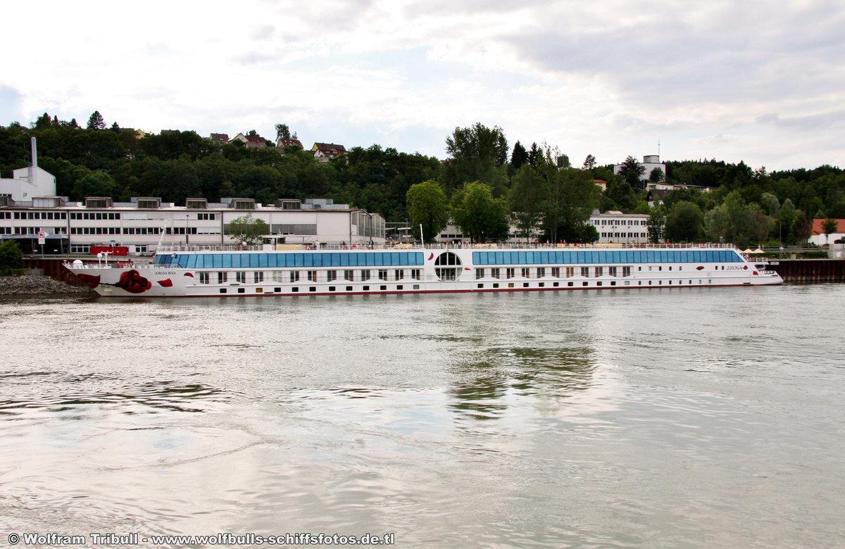 A-ROSA RIVA am 12.06.2011 auf der Donau bei Passau-Lindau