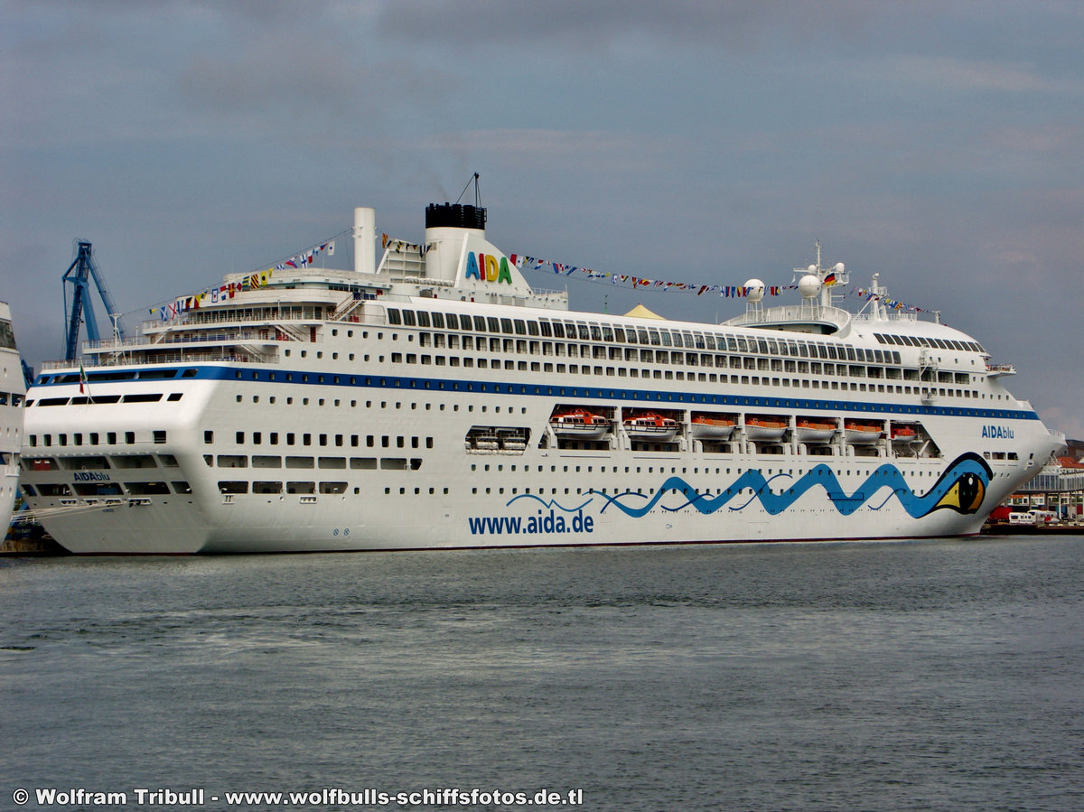 AIDAblu am 26.08.2006 bei Kiel Höhe Cruise-Terminal