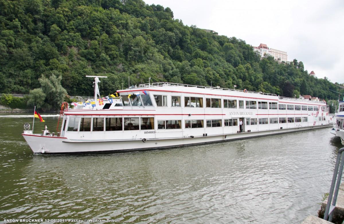 ANTON BRUCKNER am 12.06.2011 auf der Donau bei Passau Höhe Anleger 11