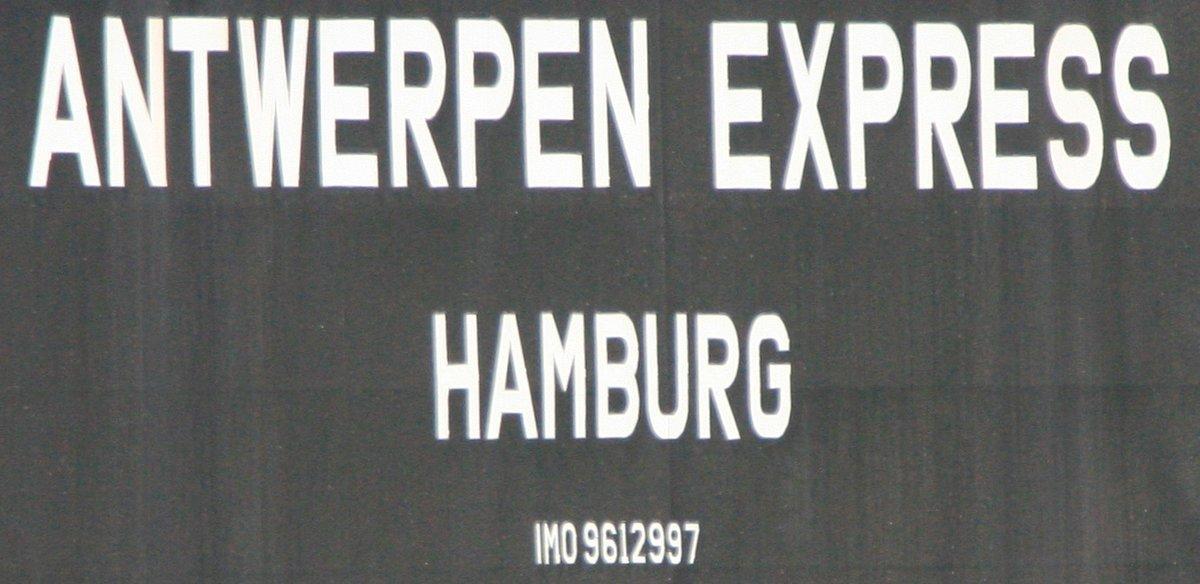 ANTWERPEN EXPRESS am 22. August 2013 bei Hamburg-Finkenwerder Höhe Rüschpark