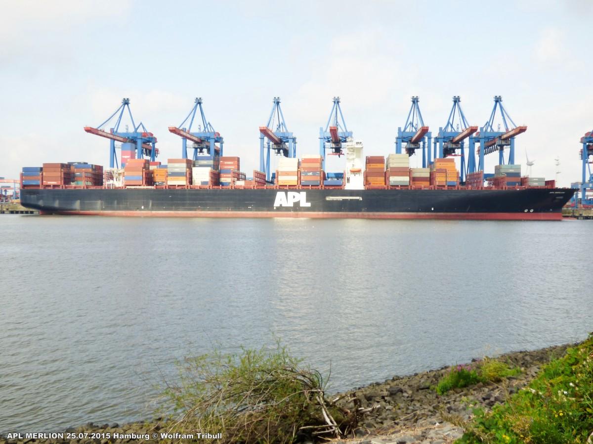 APL MERLION aufgenommen bei Hamburg-Altenwerder Höhe Container Terminal Altenwerder am 25.07.2015
