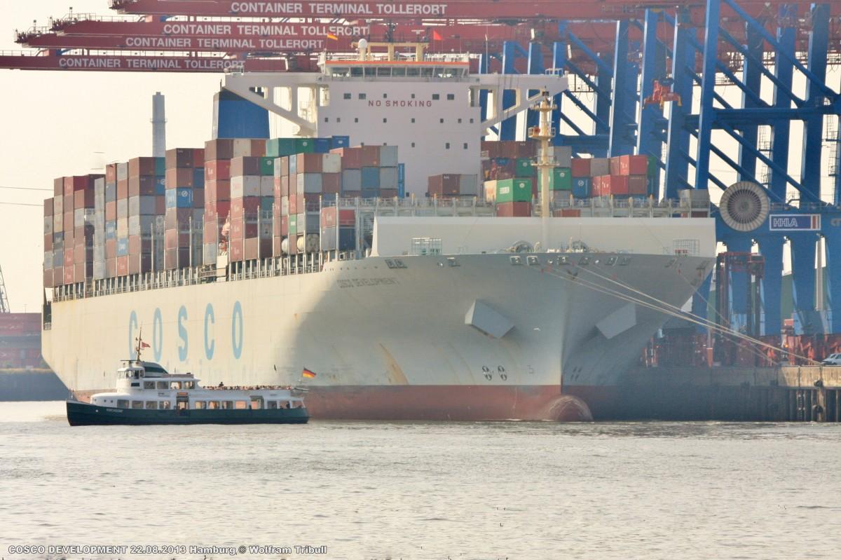 COSCO DEVELOPMENT aufgenommen am 22.08.2013 bei Hamburg Höhe Container Terminal Tollerort