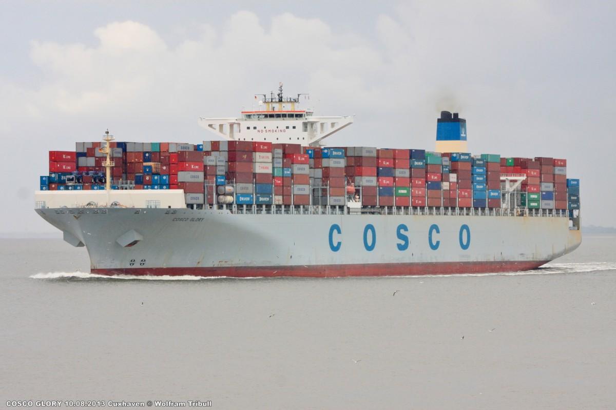 COSCO GLORY aufgenommen am 10.08.2013 bei Cuxhaven Höhe Steubenhöft