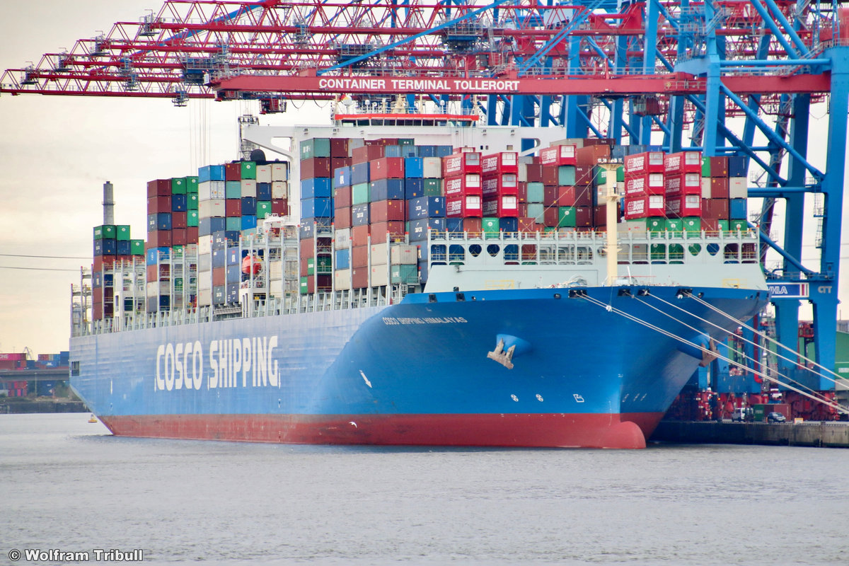 COSCO SHIPPING HIMALAYAS am 26.09.2018 bei Hamburg Höhe Container Terminal Tollerort