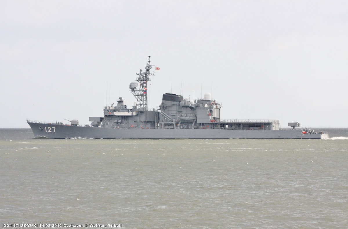 DD-127 JDS ISOYUKI aufgenommen am 14. August 2013 bei Cuxhaven Höhe Steubenhöft