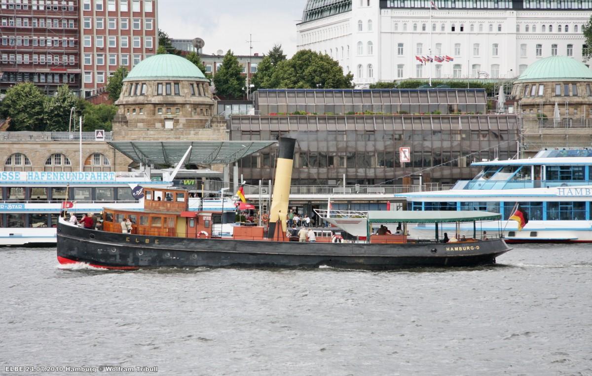 ELBE am 24.07.2010 bei Hamburg Höhe St. Pauli-Landungsbrücken