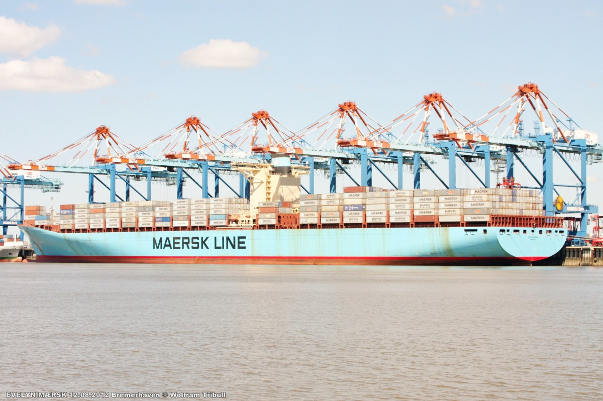 EVELYN MAERSK am 12.08.2012 bei Bremerhaven Höhe Container Terminal NTB