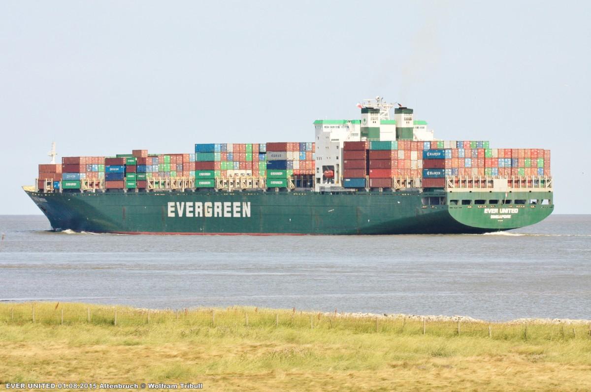 EVER UNITED aufgenommen bei Cuxhaven Höhe Altenbruch am 01.08.2015