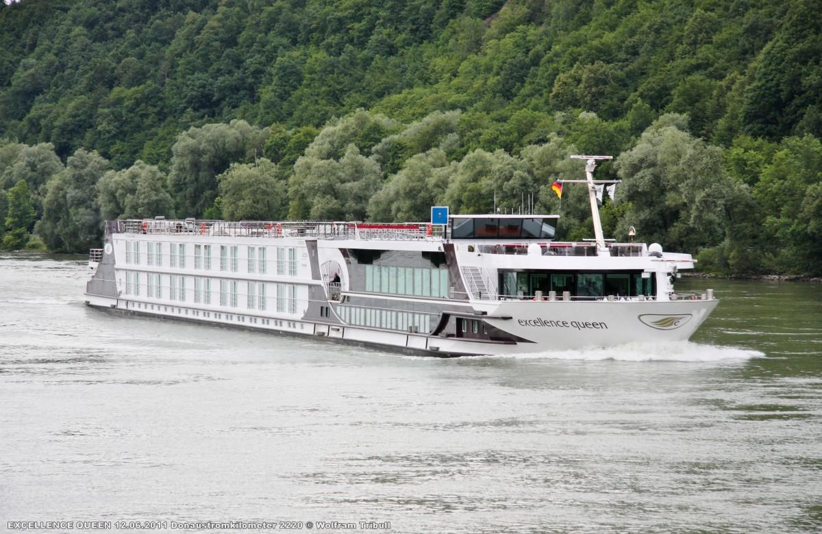EXCELLENCE QUEEN am 12.06.2011 auf der Donau beim Kilometer 2220