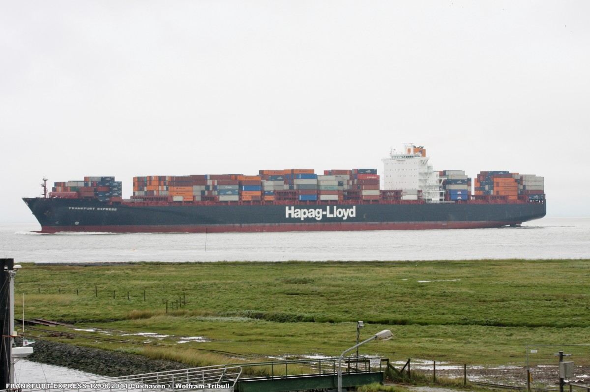 FRANKFURT EXPRESS aufgenommen am 12.08.2011 bei Cuxhaven Höhe Altenbruch