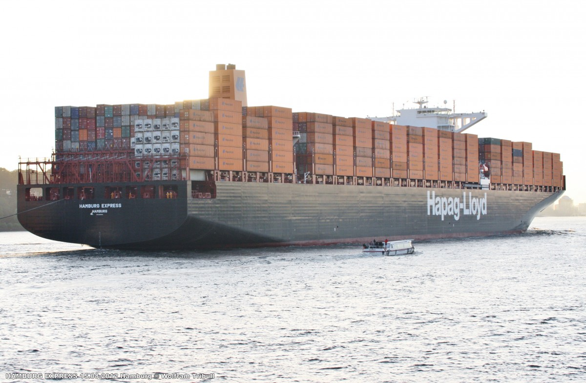 HAMBURG EXPRESS aufgenommen bei Hamburg-Finkenwerder Höhe Rüschpark beim Erstanlauf in den Hamburger Hafen am 15.08.2012