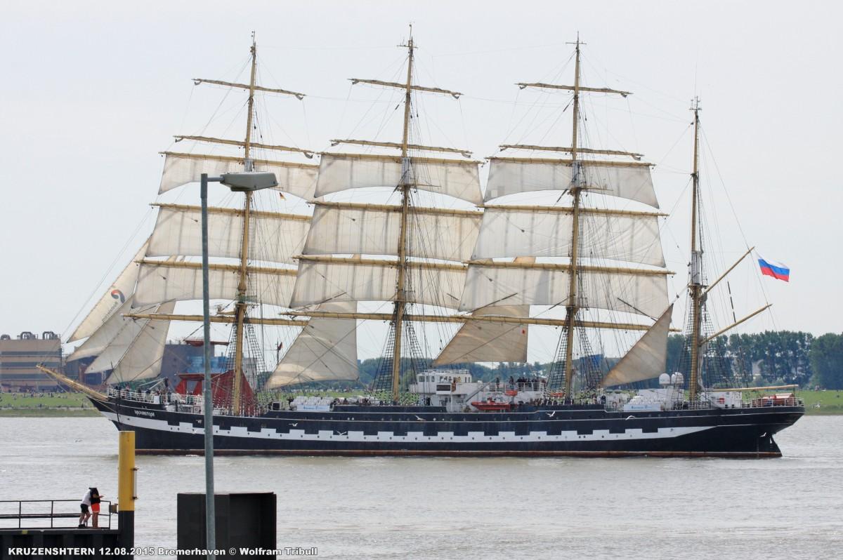 KRUZENSHTERN aufgenommen bei Bremerhaven Höhe Kaiserschleuse am 12.08.2015 bei der Einlaufparade von der Sail 2015 in Bremerhaven