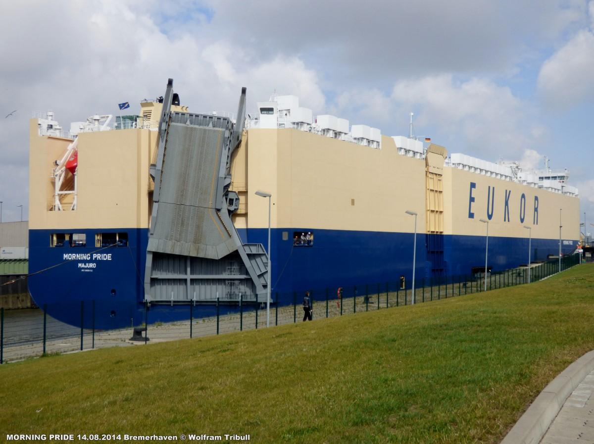 MORNING PRIDE aufgenommen am 14.08.2014 bei Bremerhaven Höhe Kaiserschleuse