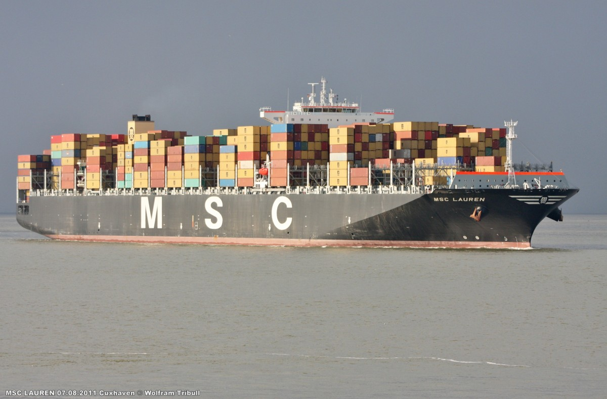 MSC LAUREN am 07.08.2011 bei Cuxhaven Höhe Steubenhöft