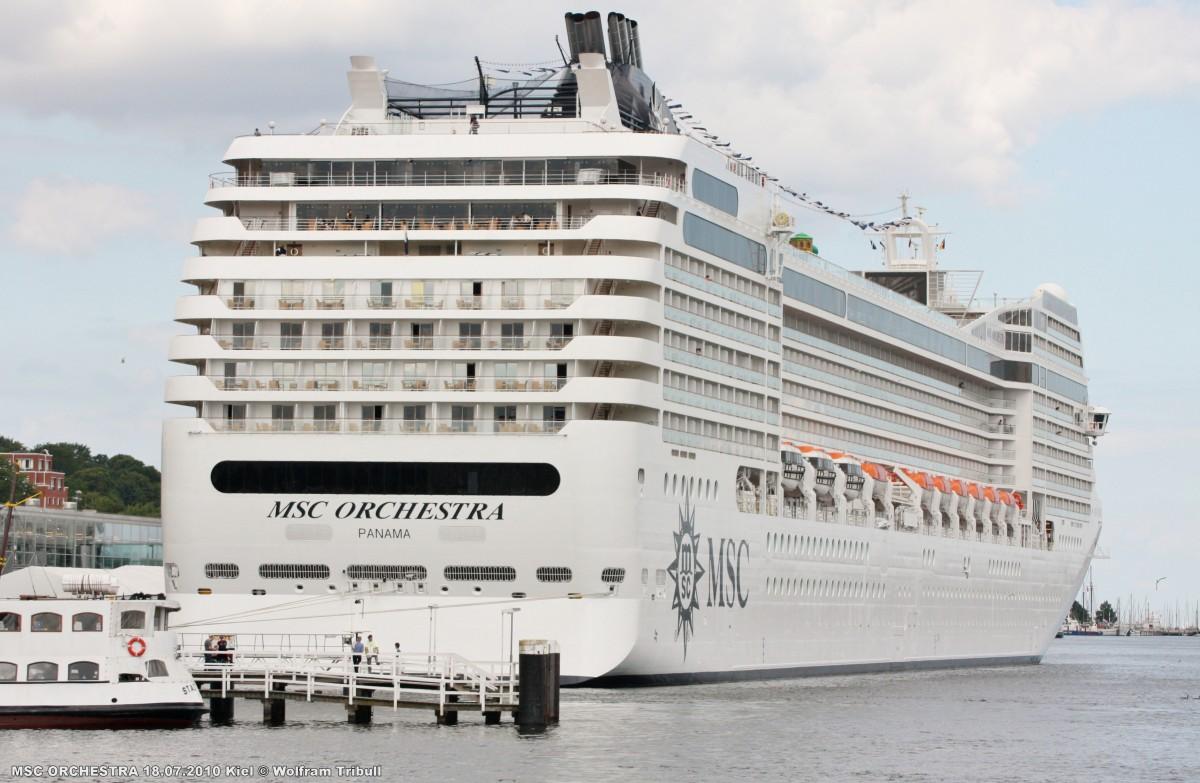 MSC ORCHESTRA am 18.07.2010 im Hafen von Kiel