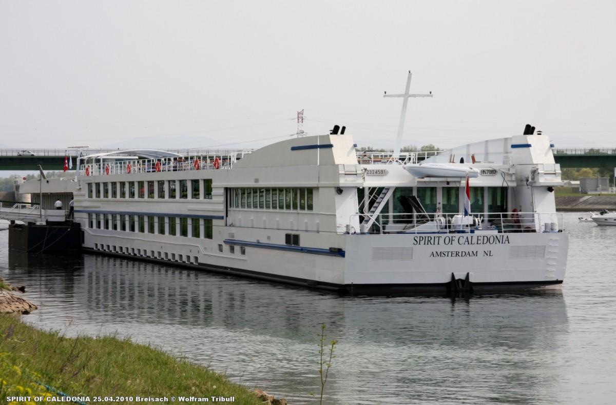 SPIRIT OF CALEDONIA am 25.04.2010 auf dem Rhein bei Breisach