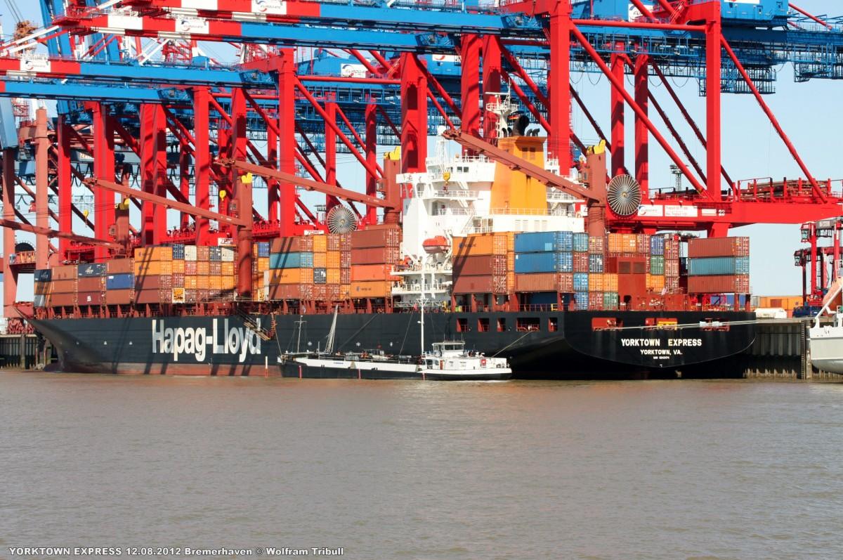 YORKTOWN EXPRESS am 12.08.2012 bei Bremerhaven Höhe Container Terminal Eurogate